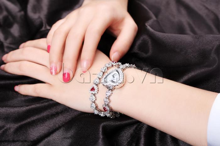 Đồng hồ nữ mặt trái tim Vinoce V633248G thu hút mọi ánh nhìn
