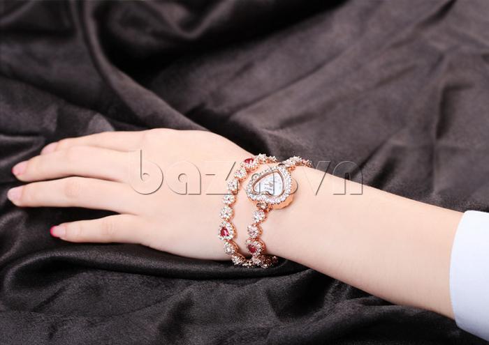 Đồng hồ nữ mặt trái tim Vinoce V633248G lấp lánh trên đôi tay