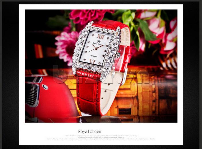 Sang trọng và tao nhã là vẻ đẹp của chiếc đồng hồ dây da Royal Crown