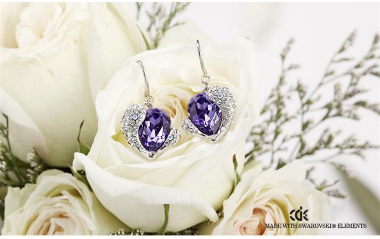 baza.vn: Hoa tai Tình Thương Bao La tinh tế vẻ đẹp độc đáo từ đá quý