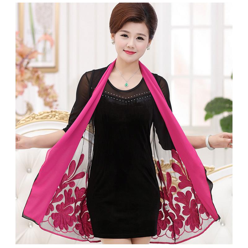 Bộ áo trung niên dáng dài thêu hoa Péman (gồm áo ôm sát nách và áo khoác ren hoa)