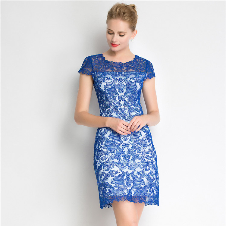 Váy liền body phủ ren hoa Marcobor