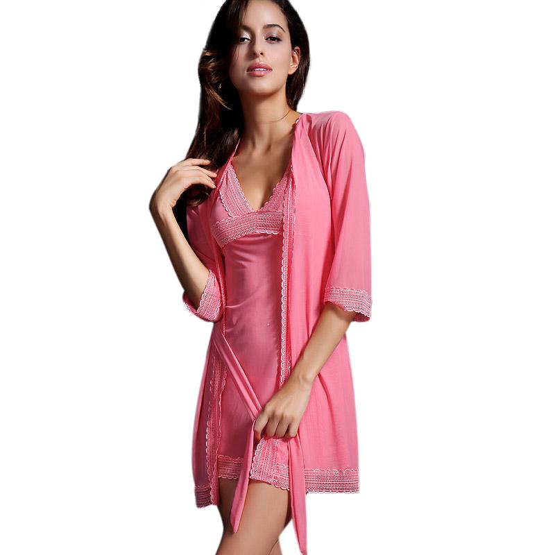 Bộ đầm ngủ viền ren kèm áo choàng Suzle