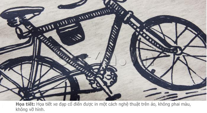 Họa tiết xe đạp cổ điển được in vô cùng nghệ thuật trên áo