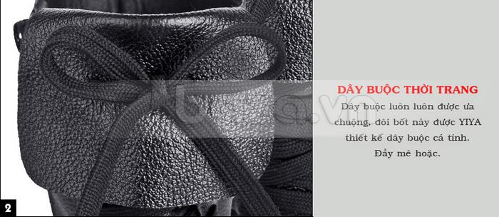 Thiết kế dây buộc được tạo hình nơ để thêm phần nữ tính cho dòng bốt chiến binh