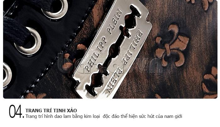 Trang trí hình dao lam tinh xảo bằng kim loại khiến cho dôi giày nam trở nên độc đáo và thu hút