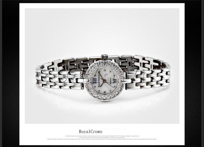 Thiết kế đồng hồ vô cùng tinh xảo, trang nhã
