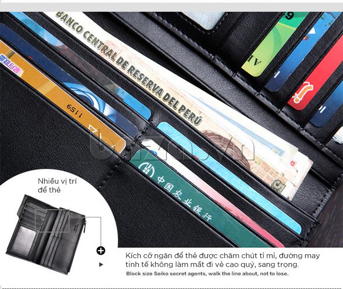 Kích cỡ ngăn để thẻ được chăm chút tỉ mỉ, đường mài tinh tế không làm mất đi vẻ cao quý, sang trọng