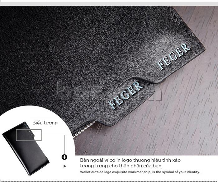 Bên ngoài ví có in logo thương hiệu tinh xảo, tượng trưng cho thân phận của bạn