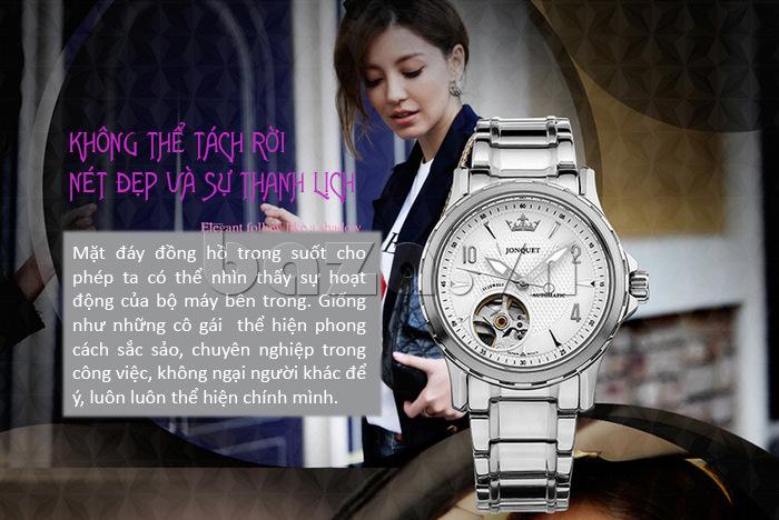 Mặt đáy chiếc đồng hồ Time2U trong suốt, cho phép nhìn hoạt động của bộ máy cơ