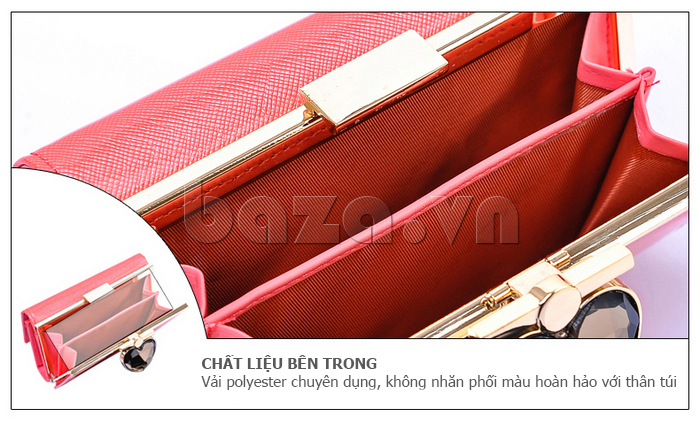 Chất liệu bên trong ví là vải Polyester chuyên dụng