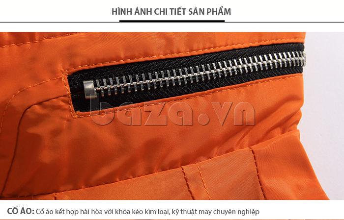 Cổ áo là sự kết hợp hài hòa với khóa kéo kim loại, kỹ thuật may chuyên nghiệp