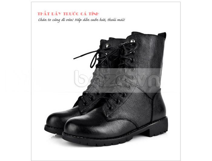 Thiết kế giày thắt dây trước cá tính, mang âm hưởng chiến binh