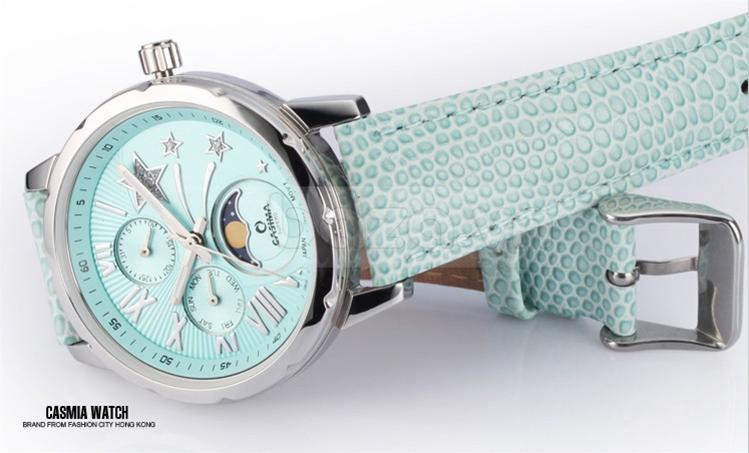 Màu sắc phối hợp hài hòa mang đến chiếc đồng hồ đẹp không thể rời mắt