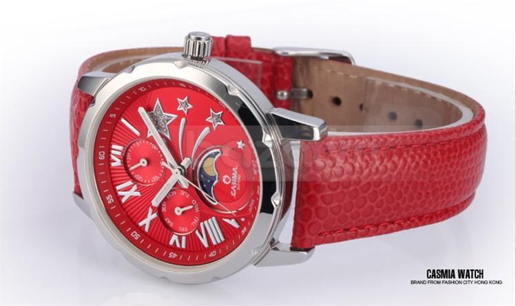 Màu sắc phối hợp hài hòa mang đến chiếc đồng hồ đẹp đến không thể rời mắt