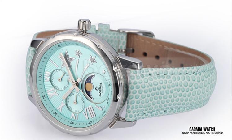 Đồng hồ mặt xanh thiên thanh kết hợp dây đeo cùng màu mang đến vẻ thời trang và tươi mới