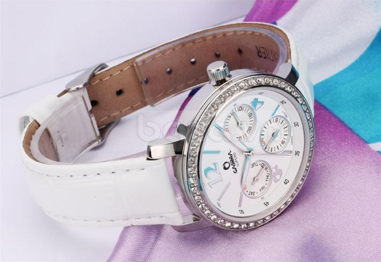 Dây đeo đồng hồ da bò thật cao cấp với màu trắng tinh khiết và các đường may tinh tế