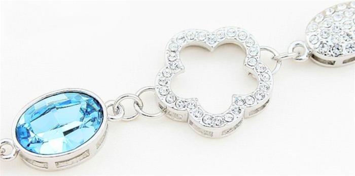 baza.vn: lắc tay hoa mận biên cương được gắn đá pha lê cao cấp
